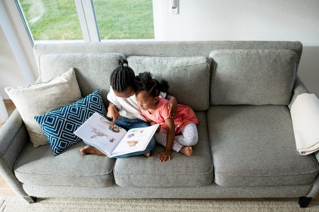 Sisters reading - 1280x854